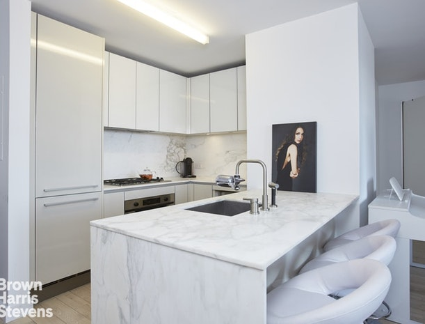 322 West 57th Street 42E, Midtown West, NYC, $3,500, Web #: 19614782