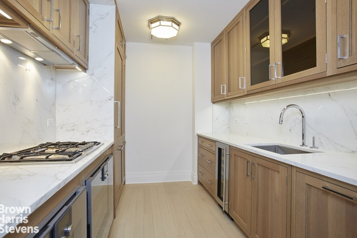 30 Park Place 47C, Civic Center, NYC, $9,500, Web #: 19616190