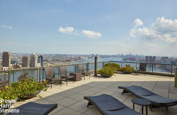 870 United Nations Plaza 15G, Midtown East, NYC, $1,199,000, Web #: 19616371
