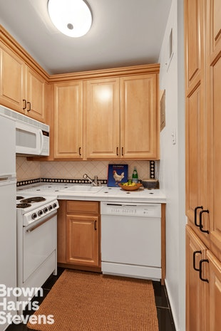 55 East 65th Street 4B, Upper East Side, NYC, $600,000, Web #: 19650668