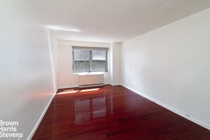 132 East 35th Street 2J, Murray Hill Kips Bay, NYC, $799,000, Web #: 19676310
