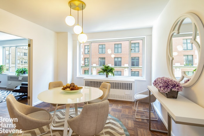 179 East 70th Street 5B, Upper East Side, NYC, $1,900,000, Web #: 19707299