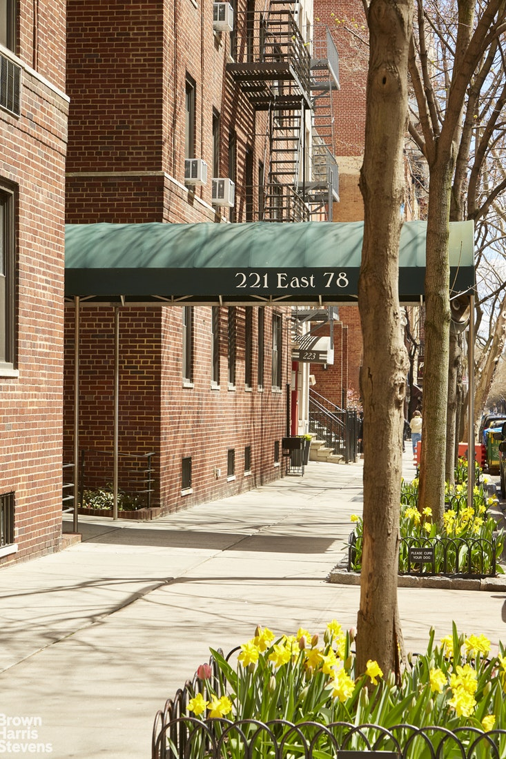 221 East 78th Street 5J, Upper East Side, NYC, $525,000, Web #: 19775583