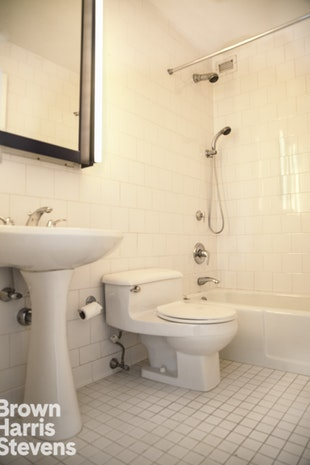225 West 83rd Street 20I, Upper West Side, NYC, $4,000, Web #: 19787698
