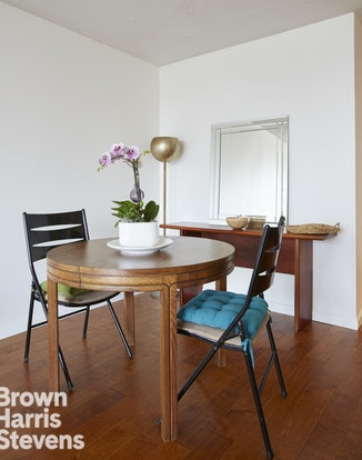 301 East 79th Street 23L, Upper East Side, NYC, $805,000, Web #: 19800322