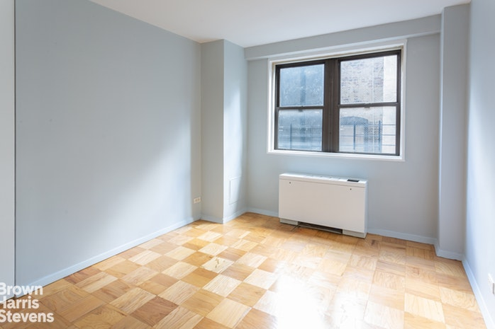 165 West 66th Street 8H, Upper West Side, NYC, $699,000, Web #: 19870087