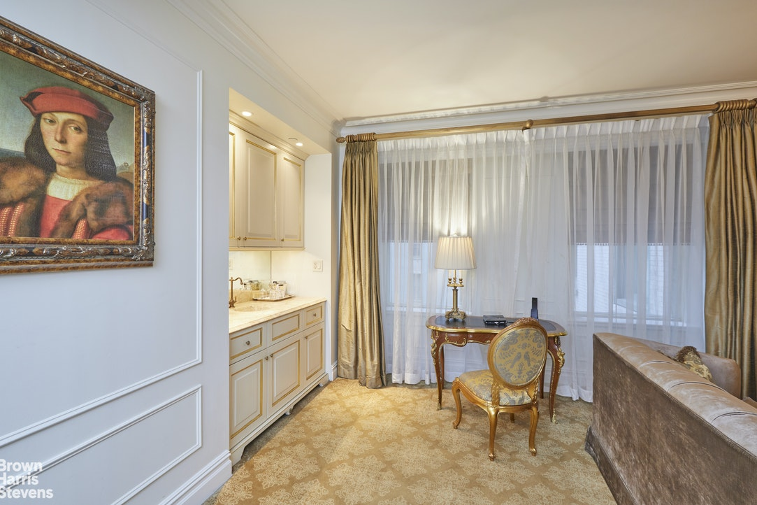 768 Fifth Avenue 1326, Midtown East, NYC, $1,395,000, Web #: 19894608