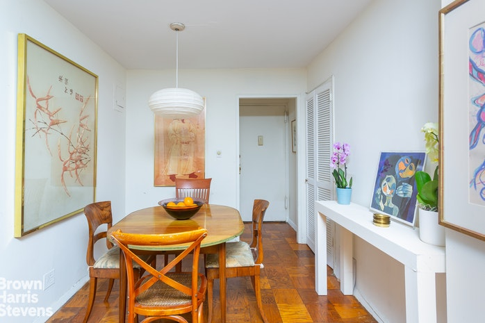 130 East 18th Street 2H, Gramercy Park, NYC, $749,000, Web #: 19916978