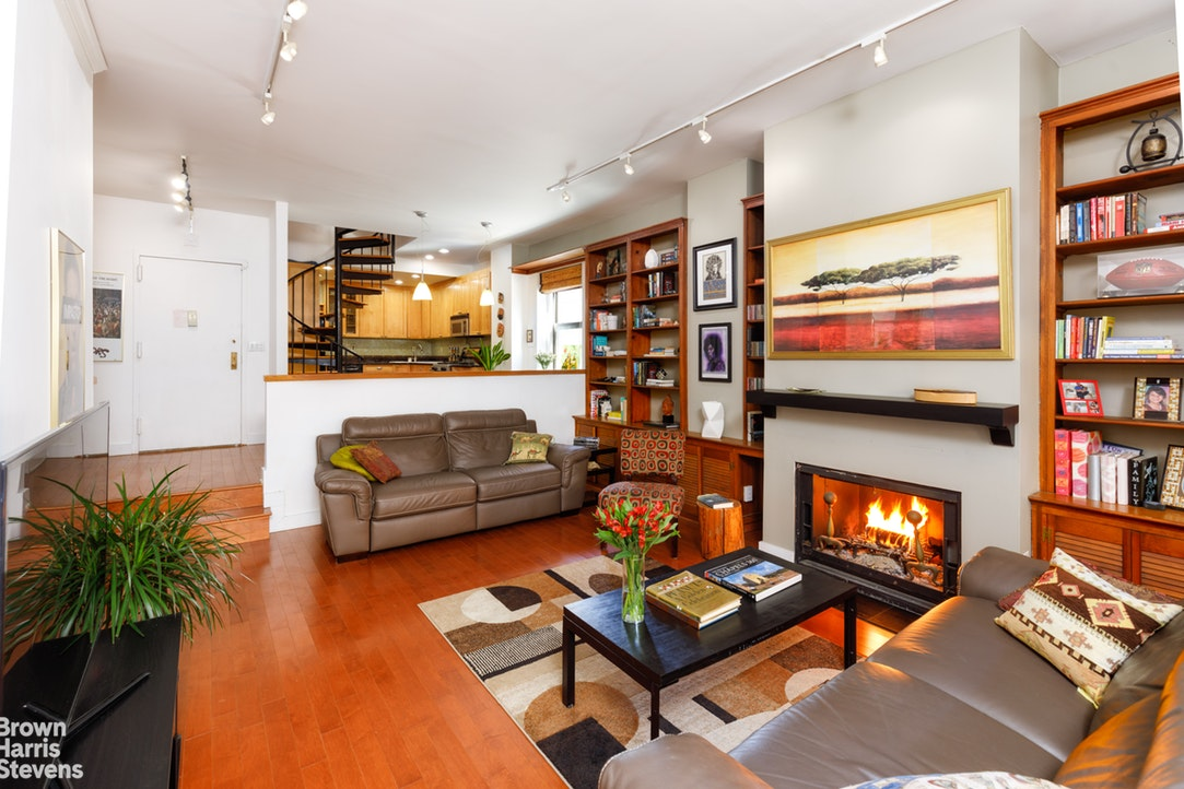 529 West 42nd Street 7F, Midtown West, NYC, $1,250,000, Web #: 19934453