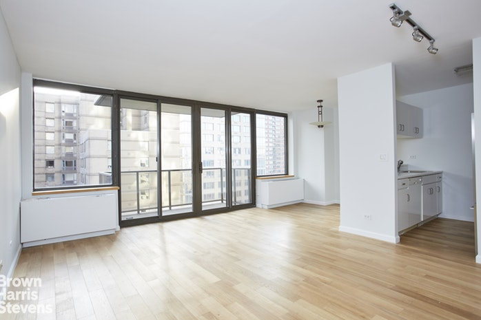 161 West 61st Street 17H, Upper West Side, NYC, $3,950, Web #: 19958778