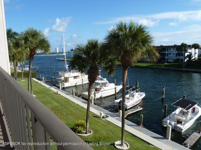 104 Paradise Harbour Blvd