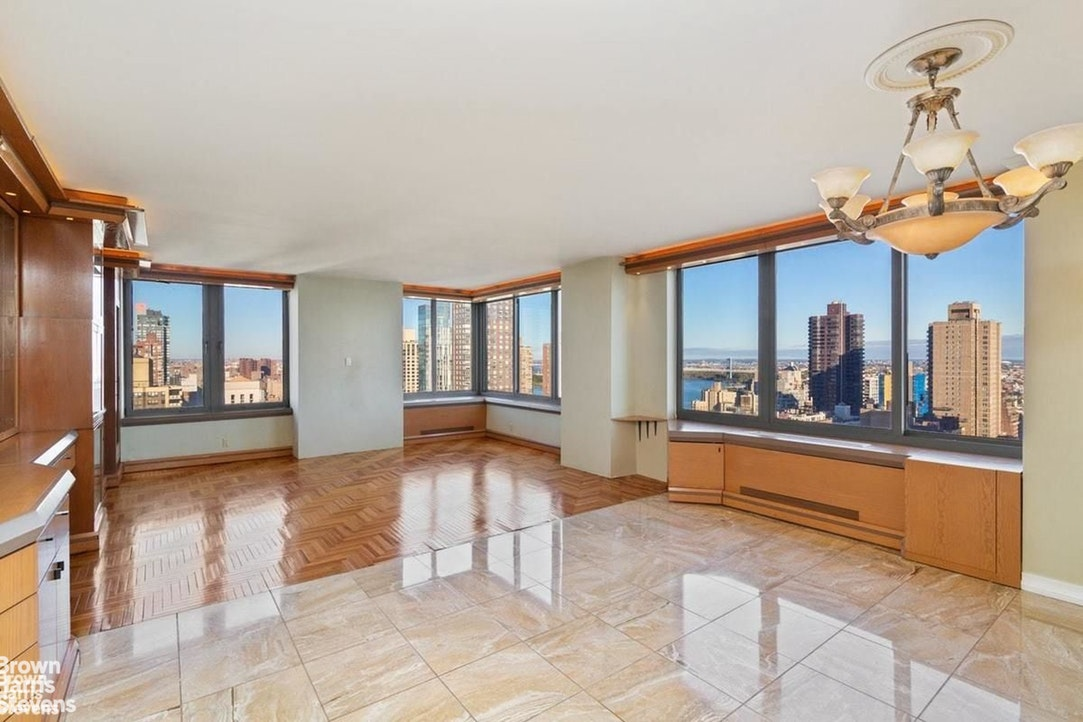 300 East 85th Street 2704, Upper East Side, NYC, $3,375,000, Web #: 20007494