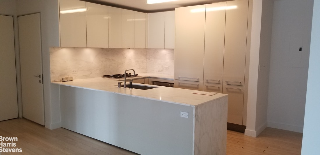 322 West 57th Street 31M, Midtown West, NYC, $4,500, Web #: 20020794