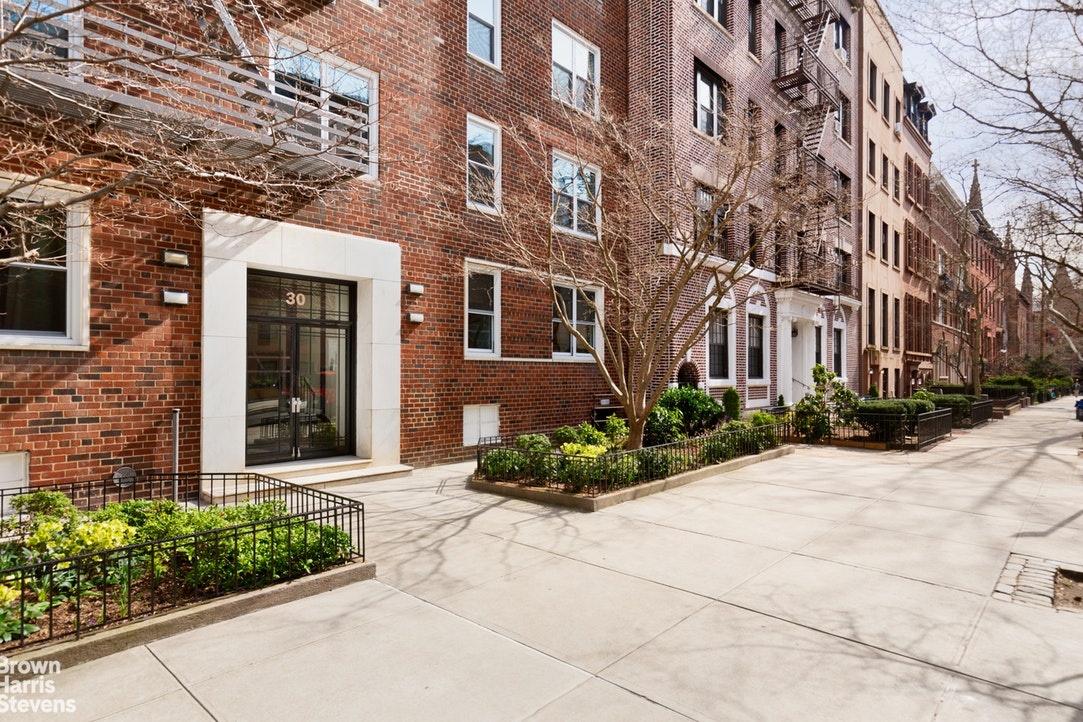 30 Monroe Place 2E, Brooklyn Heights, New York, $1,195,000, Web #: 20031120