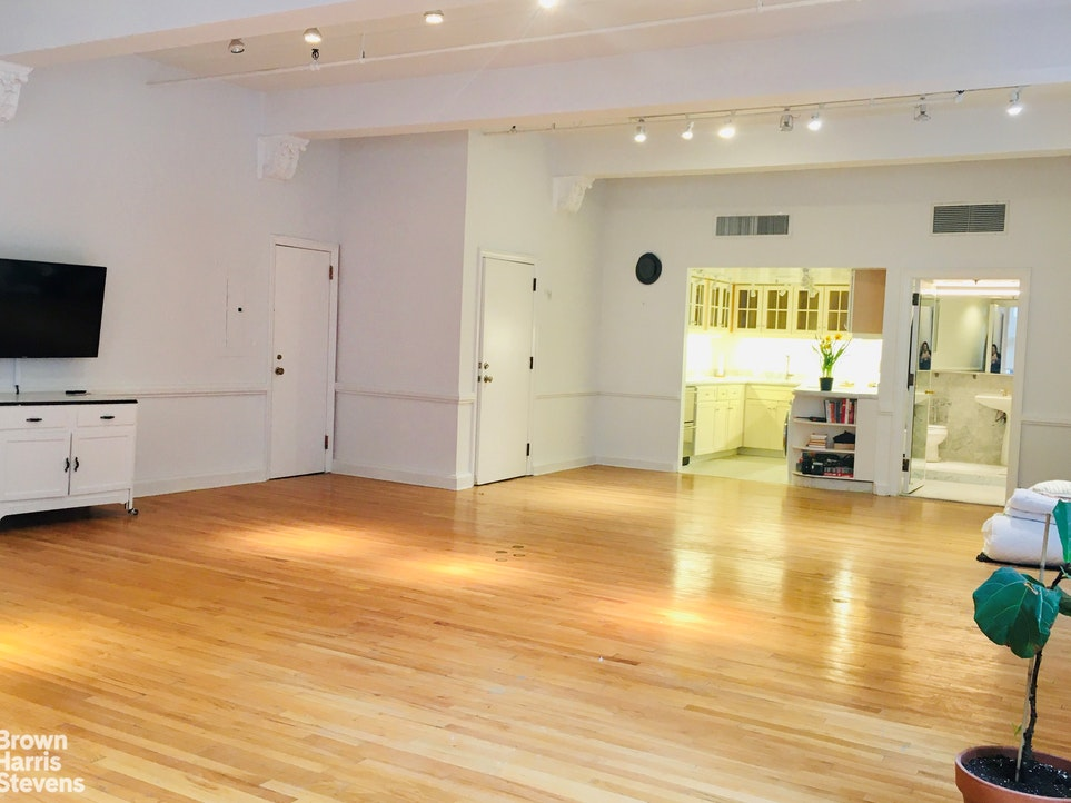 260 Fifth Avenue 2S, Midtown East, NYC, $4,000, Web #: 20031451