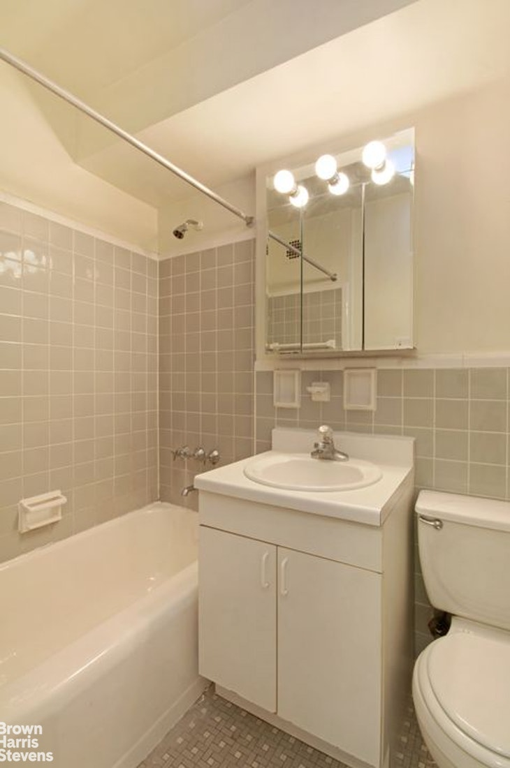 240 East 76th Street 16U, Upper East Side, NYC, $2,750, Web #: 20035733