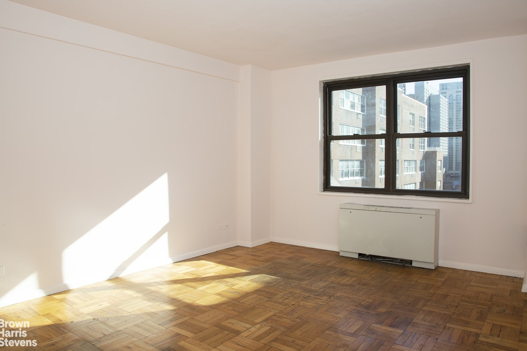301 East 69th Street 10M, Upper East Side, NYC, $555,000, Web #: 20041098