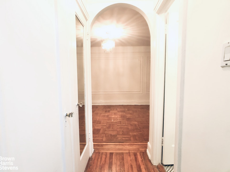 41 -25 44th St C8, Queens, New York, $1,600, Web #: 20048822