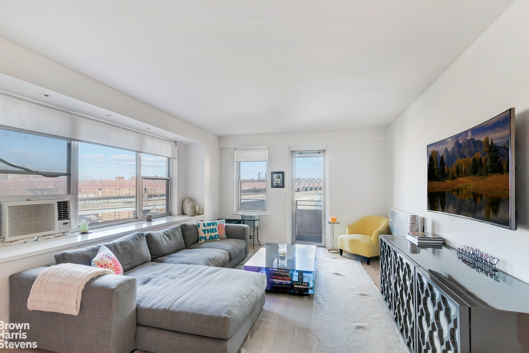 570 Grand Street H1102, Lower East Side, NYC, $850,000, Web #: 20064127