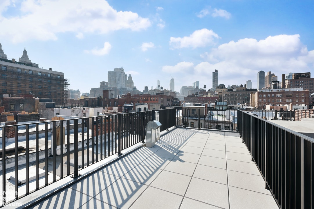 118 West 76th Street, Townhouse, Upper West Side, NYC, $39,500, Web #: 20082197