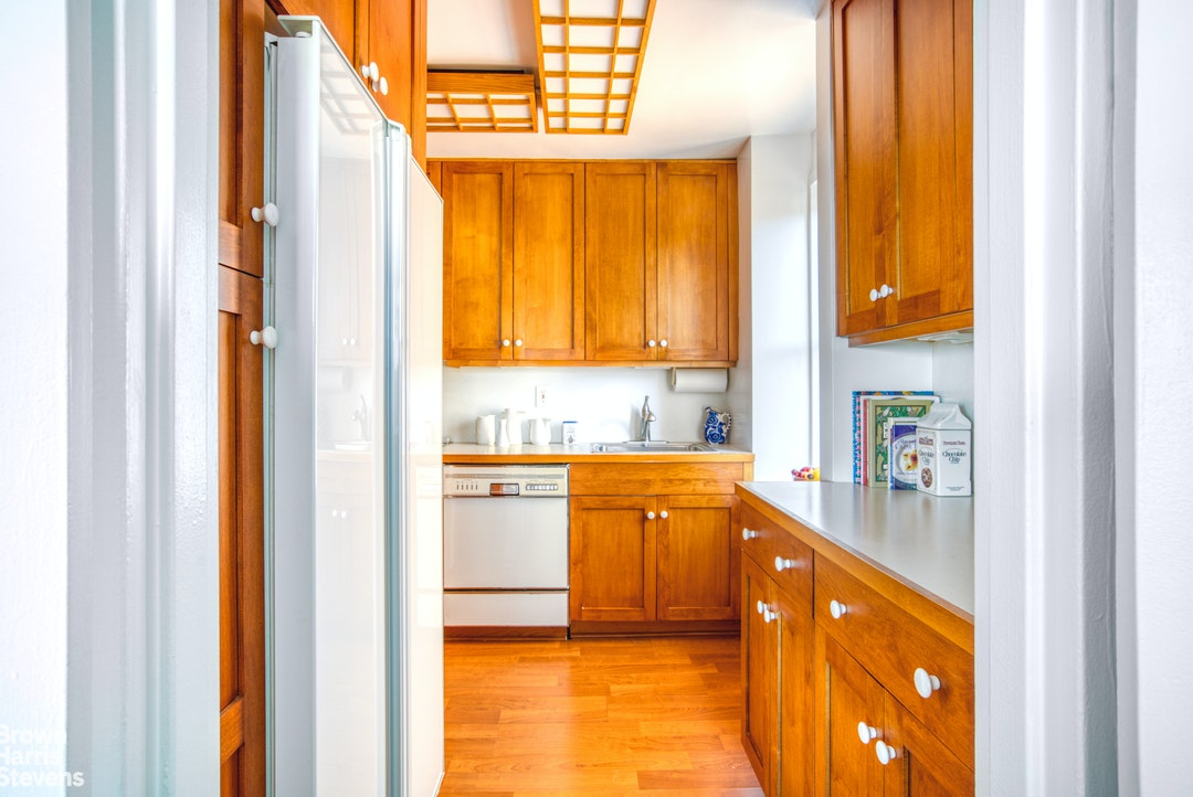 530 East 72nd Street 15A, Upper East Side, NYC, $1,350,000, Web #: 20092001