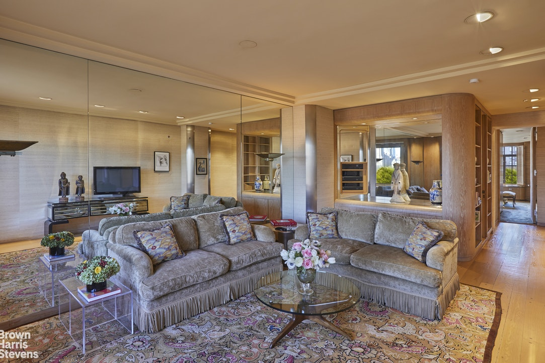 955 Fifth Avenue 8A, Upper East Side, NYC, $2,900,000, Web #: 20093047