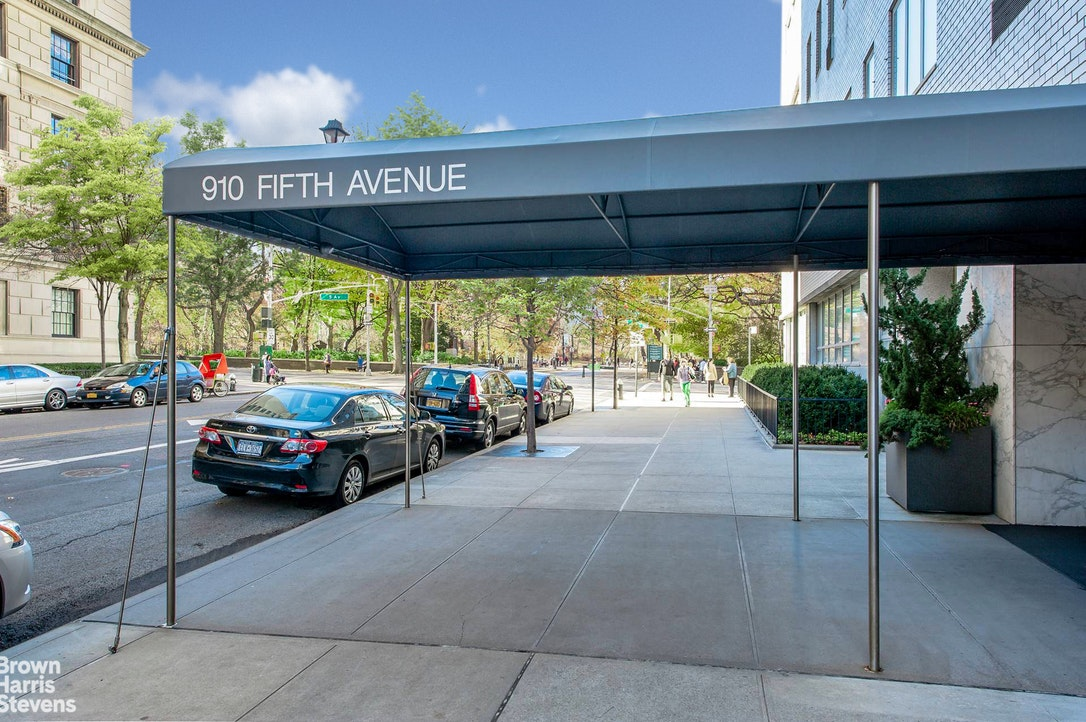 910 Fifth Avenue 4B, Upper East Side, NYC, $3,250,000, Web #: 20117668