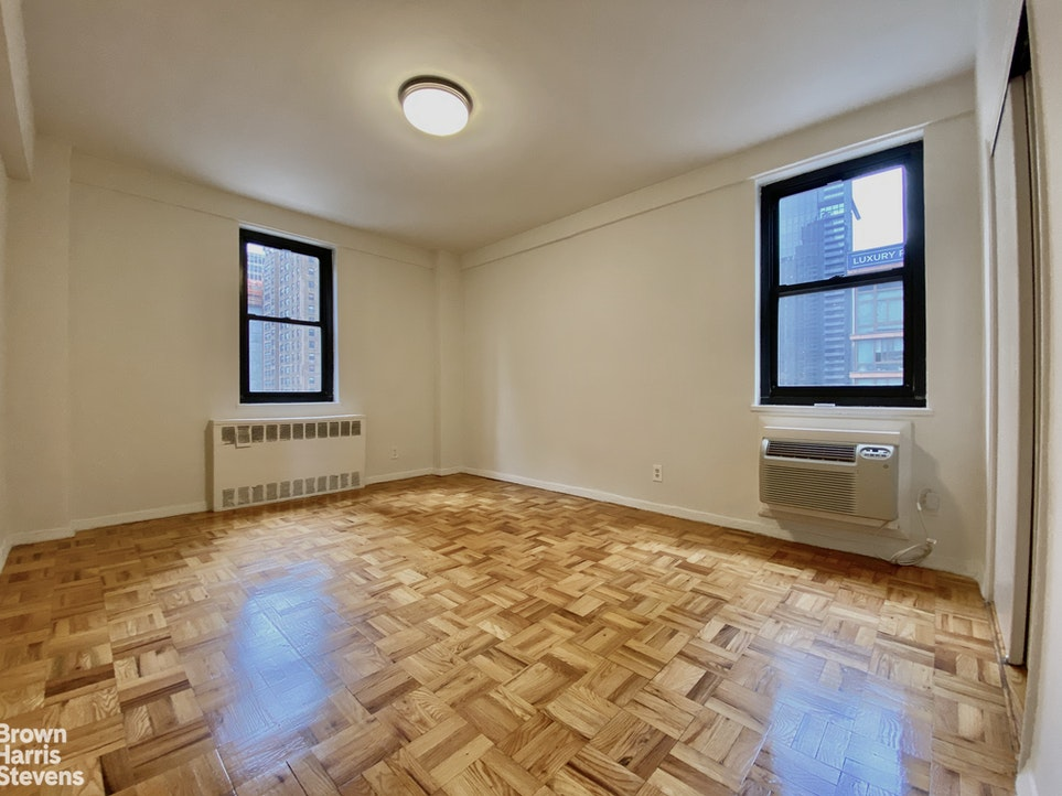 250 East 39th Street 5C, Midtown East, NYC, $3,200, Web #: 20139040