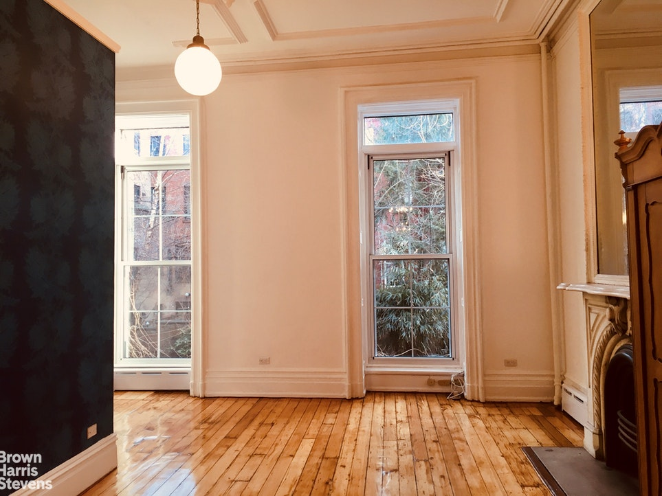 62 Perry Street 1, West Village, NYC, $12,500, Web #: 20156462