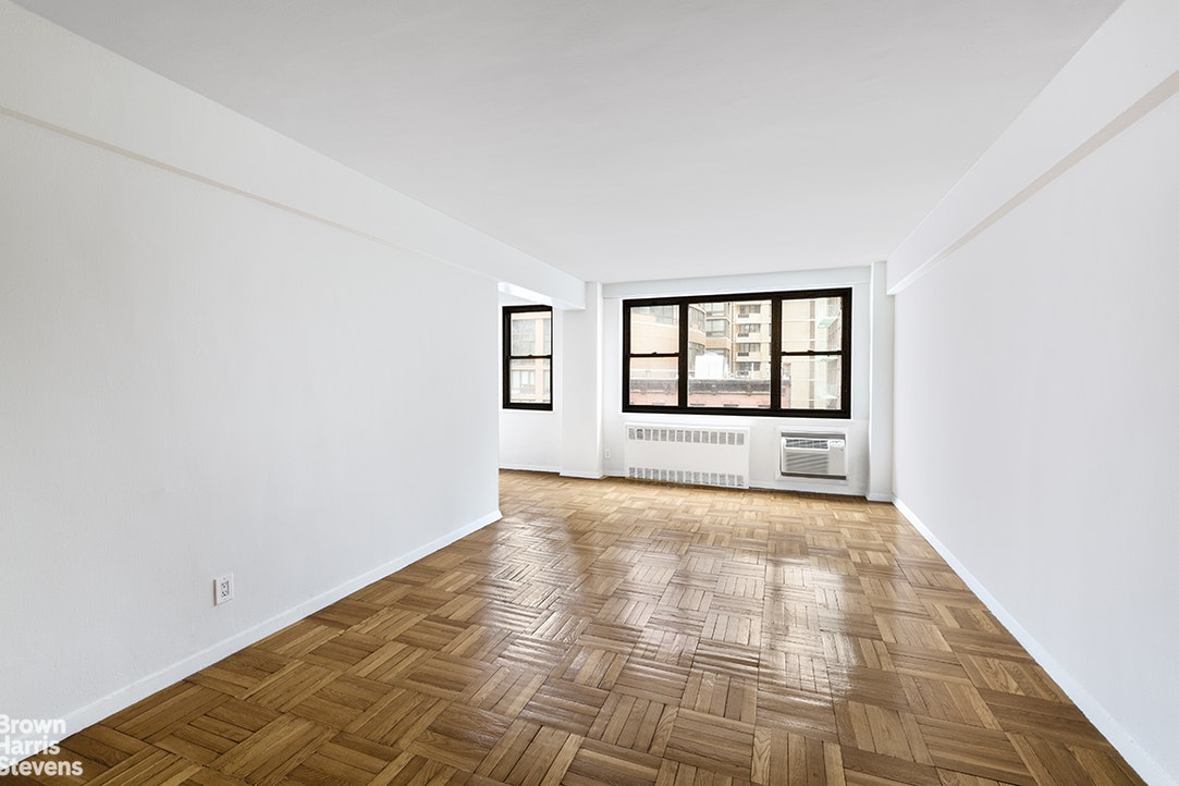 250 East 39th Street 5J, Midtown East, NYC, $2,500, Web #: 20158101