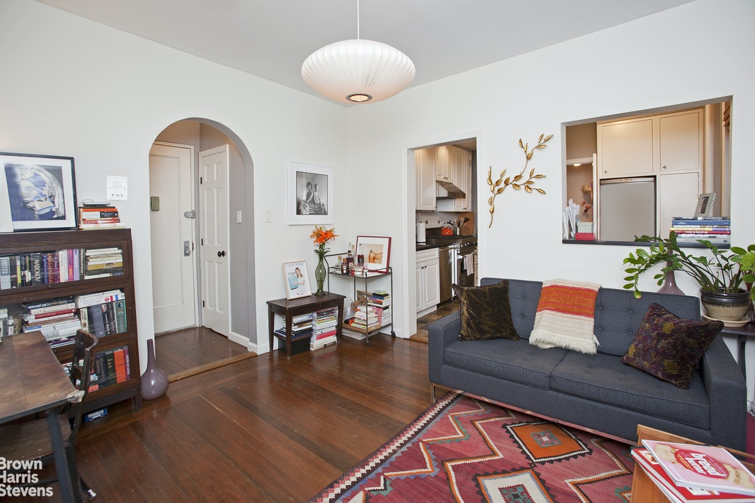 92 Perry Street 10, West Village, NYC, $4,495, Web #: 20182914