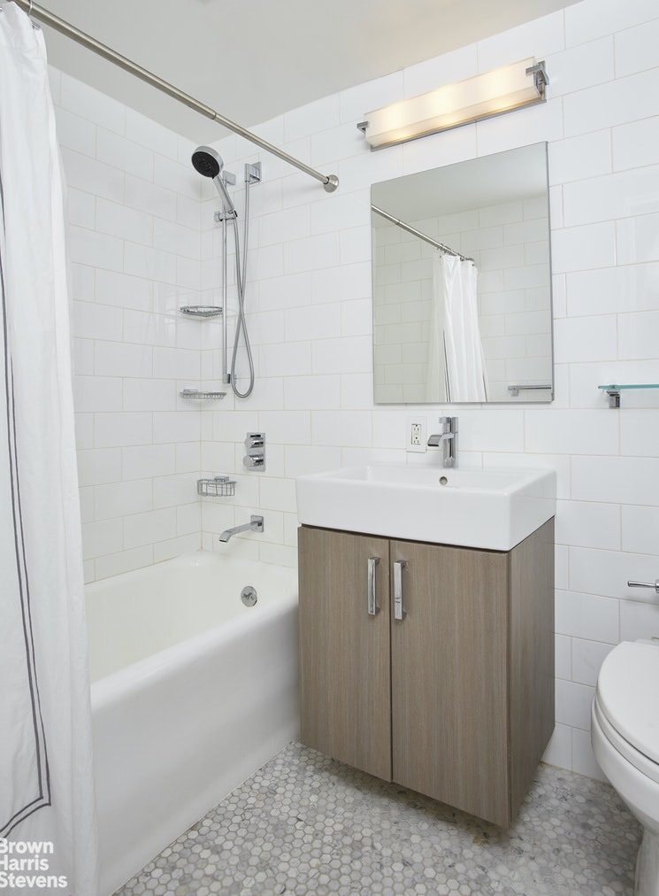 410 West 24th Street 8C, Chelsea, NYC, $2,795, Web #: 20195380