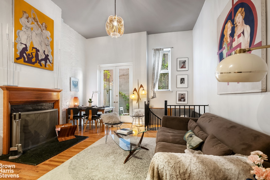 103 East 10th Street 2C, Central Village, NYC, $995,000, Web #: 20198551
