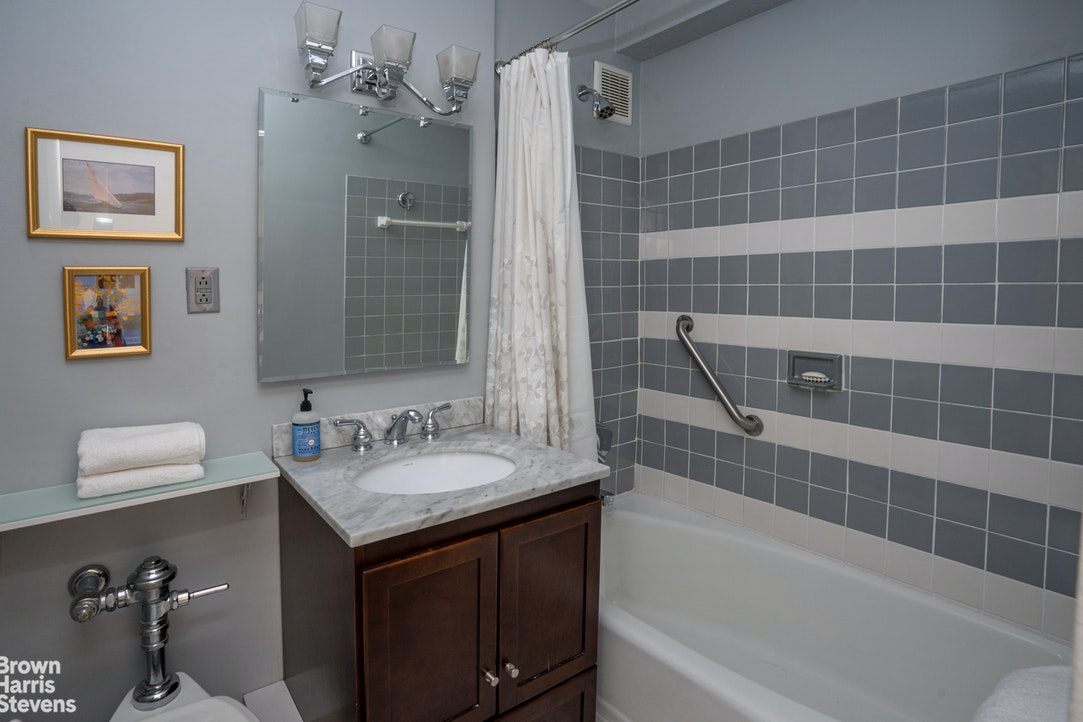 230 East 79th Street 11E, Upper East Side, NYC, $475,000, Web #: 20204499