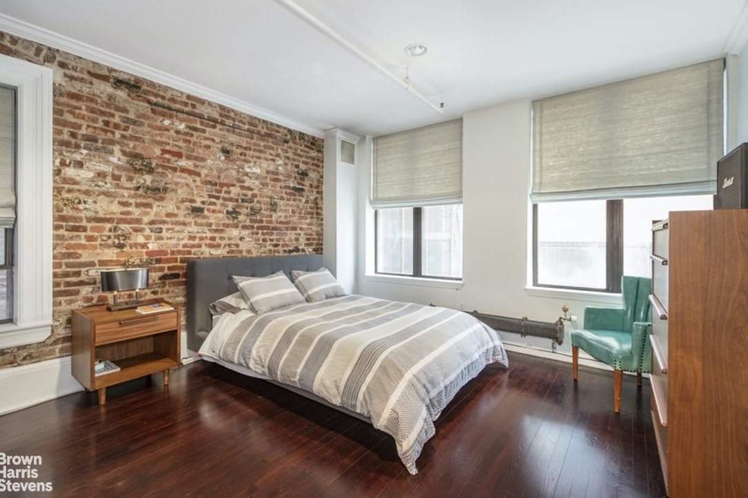 124 West 18th Street 4th, Chelsea, NYC, $7,750, Web #: 20221366