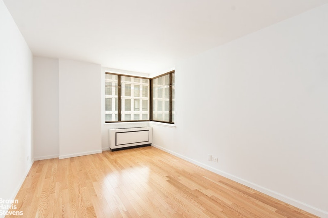 30 West 61st Street 9G, Upper West Side, NYC, $3,250, Web #: 20224306