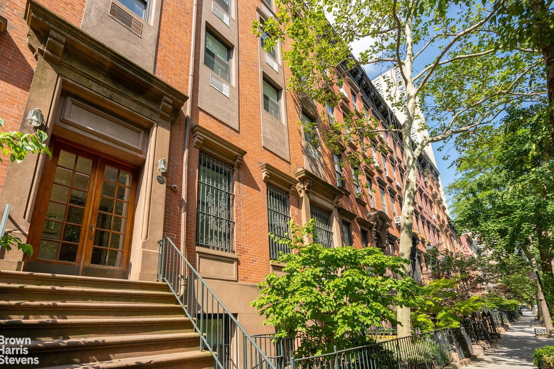 230 East 18th Street 1E, Gramercy Park, NYC, $8,000, Web #: 20227472