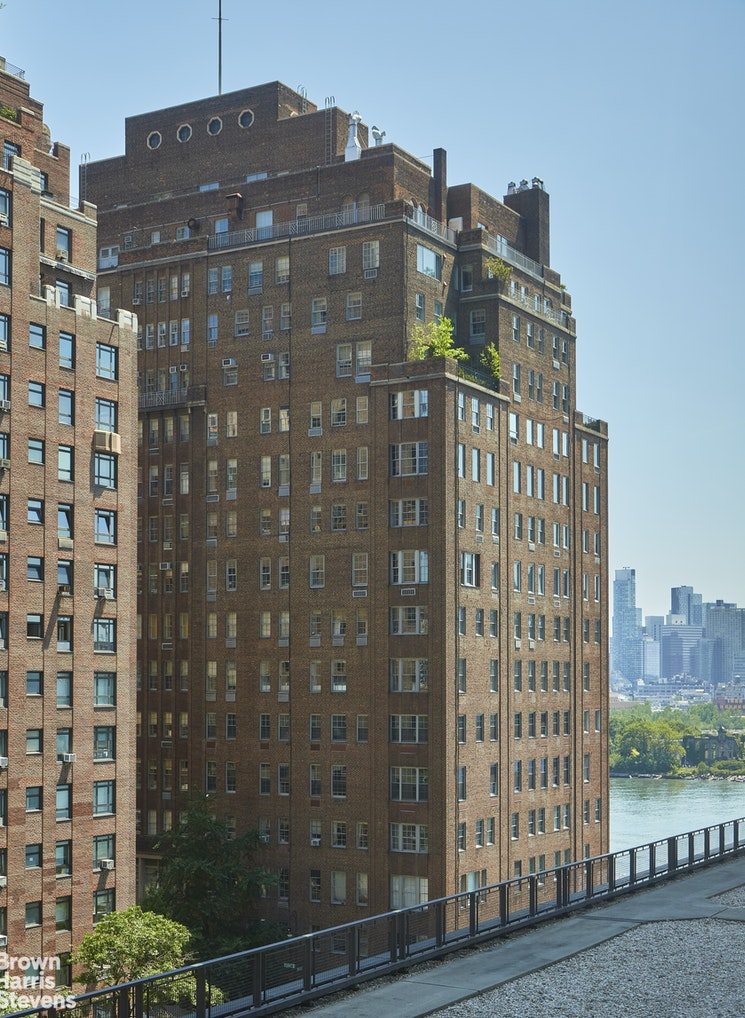 860 United Nations Plaza 8C, Midtown East, NYC, $1,249,000, Web #: 20232354