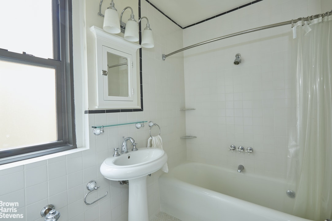 315 West 86th Street 14D, Upper West Side, NYC, $2,750, Web #: 20296148