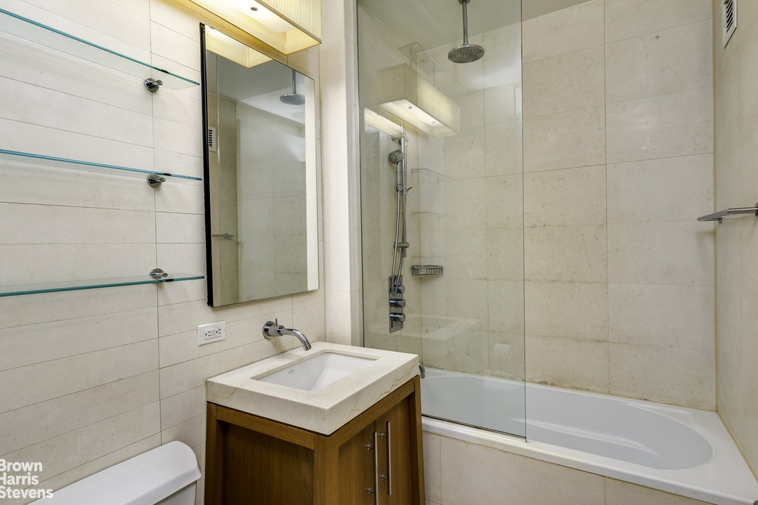 88 Greenwich Street 711, Battery Park City, NYC, $2,195, Web #: 20309925