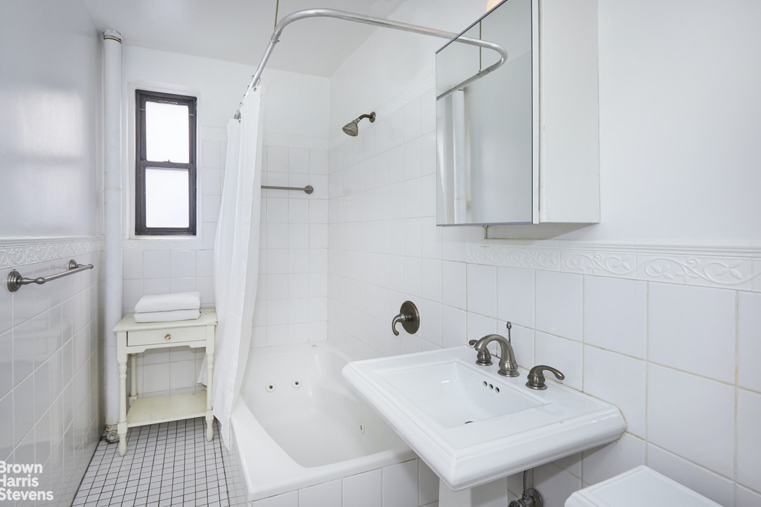 20 Clinton Street 3C, Lower East Side, NYC, $995,000, Web #: 20320489