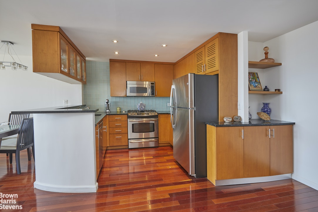 75 Henry Street 32G, Brooklyn Heights, New York, $820,000, Web #: 20333191
