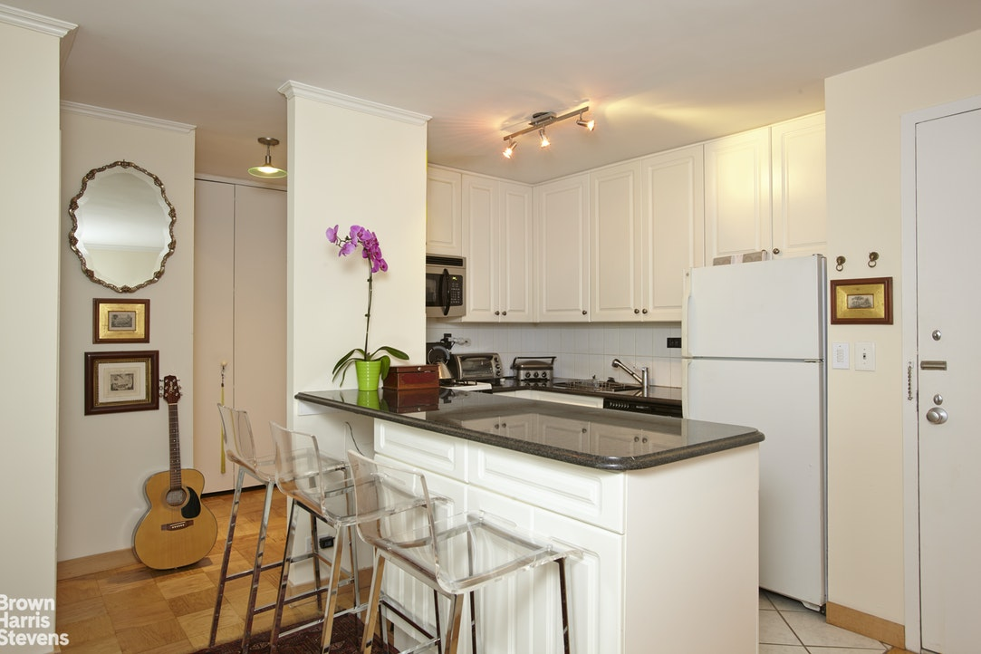 130 West 67th Street 5J, Upper West Side, NYC, $750,000, Web #: 20346555