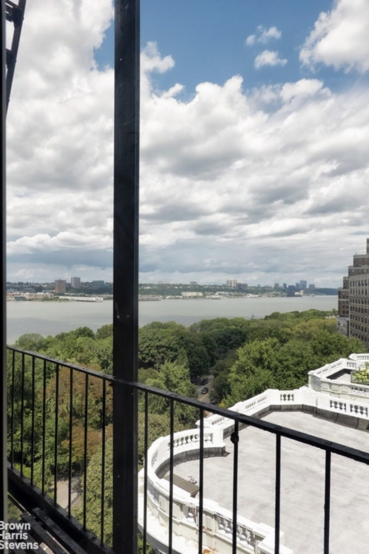 190 Riverside Dr 10D, Upper West Side, NYC, $3,950, Web #: 20355072