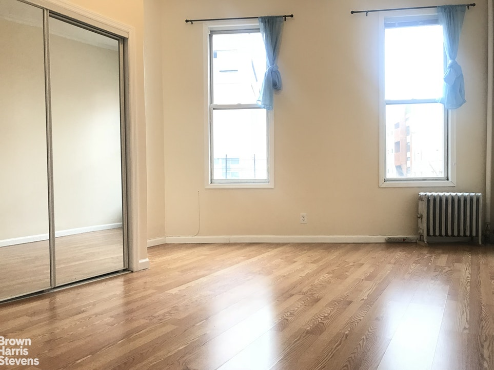 148 EVERGREEN AVE 3L