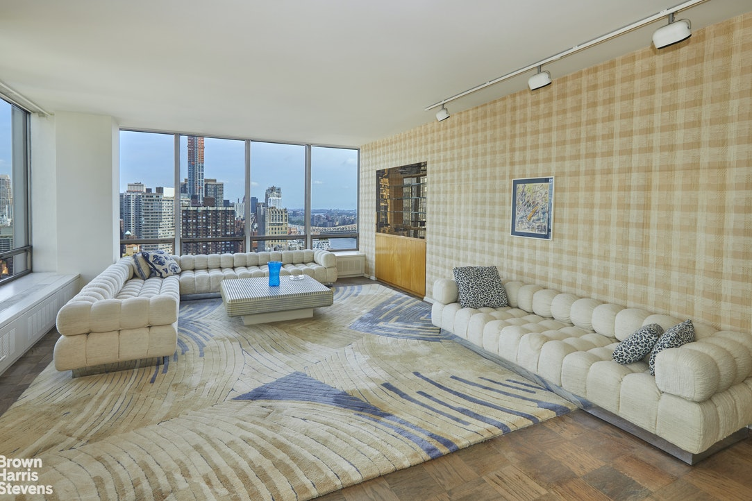 870 United Nations Plaza 34B, Midtown East, NYC, $1,599,000, Web #: 20360974