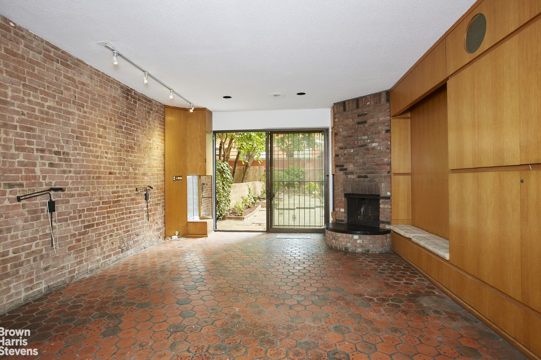 121 East 95th Street, Upper East Side, NYC, $4,395,000, Web #: 20361876