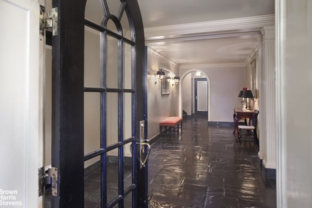 222 East 71st Street, Upper East Side, NYC, $1,100,000, Web #: 20393331