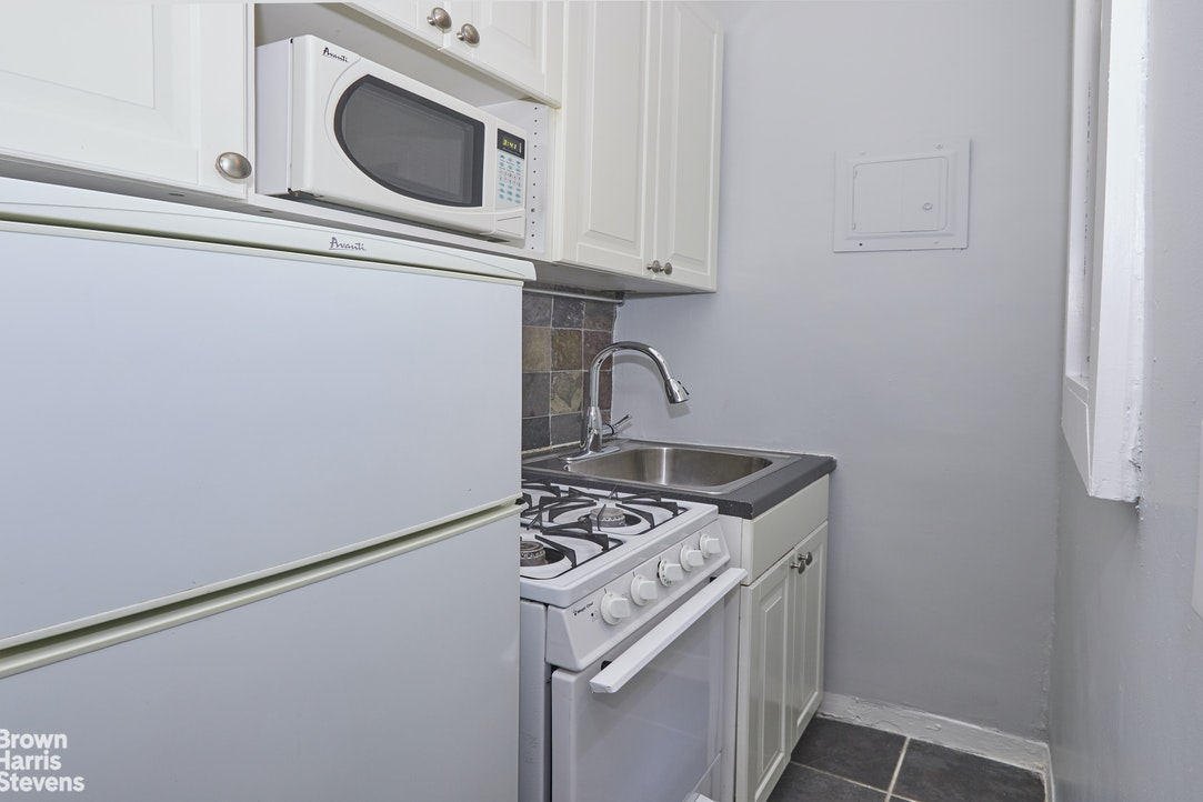 339 East 58th Street 1K, Midtown East, NYC, $1,550, Web #: 20409086