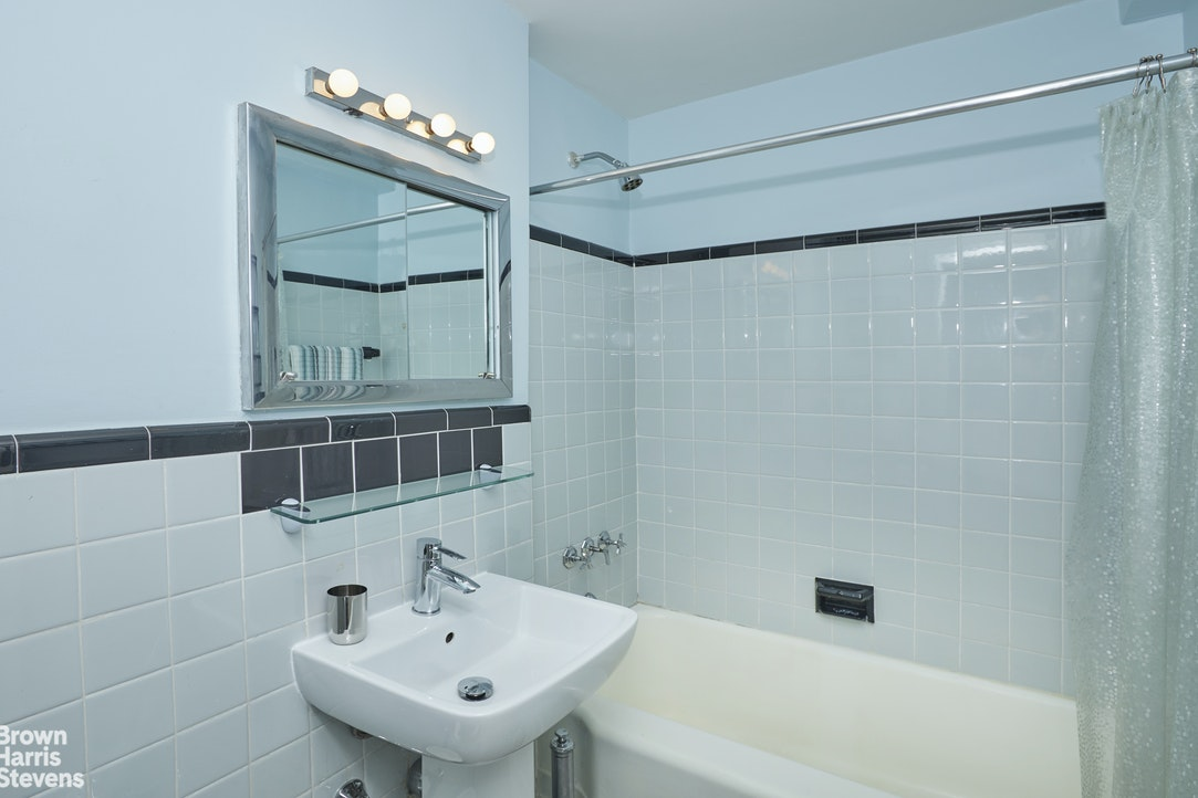 45 West 10th Street 7F, Central Village, NYC, $930,000, Web #: 20413538